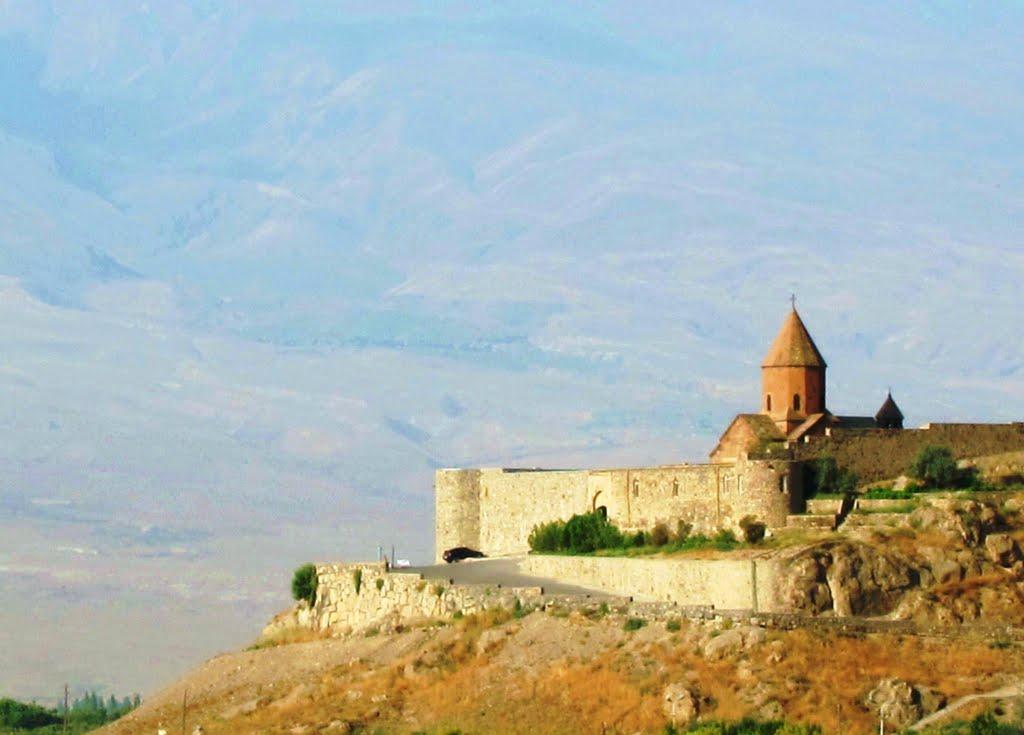 Монастырь Хор Вирап (в переводе «глубокая яма»)